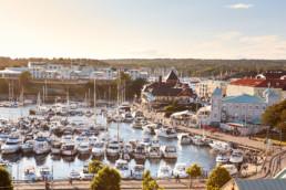 Bild på Strömstads vackra hamn.
